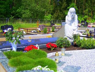 Šeimyninis  kapas , skulptūra ,,Rūpintojėlis ,, aukštis 1m50cm- Kaunas.