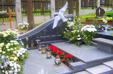 Paminklinė kompozicija ,, Banga ,, - Petrašiunų kap., Kaunas-kapo danga, granitas -