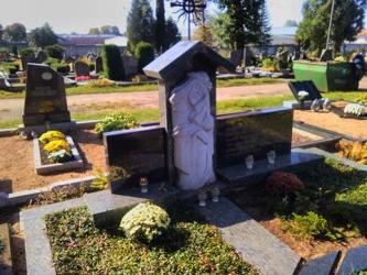 Granitas Olivin grei - skulptūra  Rūpintojėlis - kaltinis kryžius.