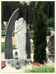 Angelas -- suomiskas  granitas. Bareljefas.