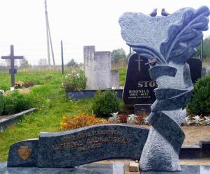 Seimo nario A. Sadkausko paminklas - granitas OLIVIN GREY- bronzines raides ,