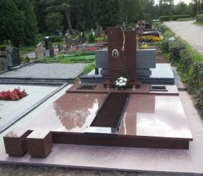 Paminklas   kapinėse-  granitas , - kapo danga