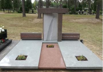 Paminklas   kapinėse-  granitas ,  kapo danga , skulptūra ,, Šešėlis ,,