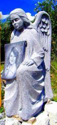 Skulptūra su portretu, aukstis 1,5  m.