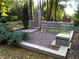 Paminklas   kapinėse- suomiškas granitas ,