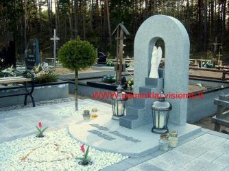 Kaunas , Karmėlavos kapinės , paminklinė kompozicija ,, Sudie... - granitas degintas  Kuru grey , skulptura autorine ,